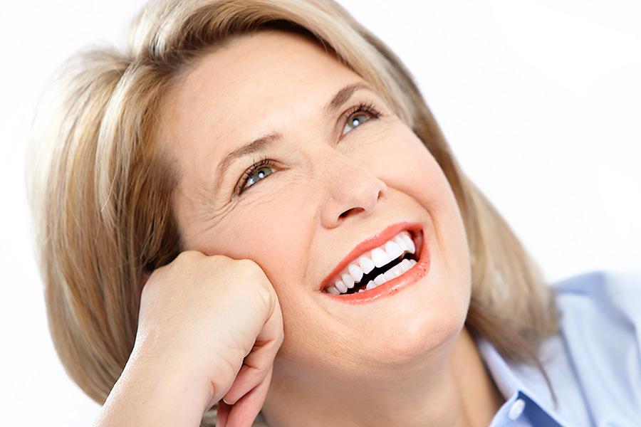 Implant dentar sau punte dentara: care este cea mai buna solutie?